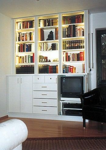 Heim und Haus, Bücherregal weiß lackiert, Schreinerei München Haar, Einbauregal.