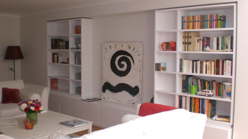Einbauregal weiß, matt, lackiert, von der Schreinerei Objektpool München Haar.