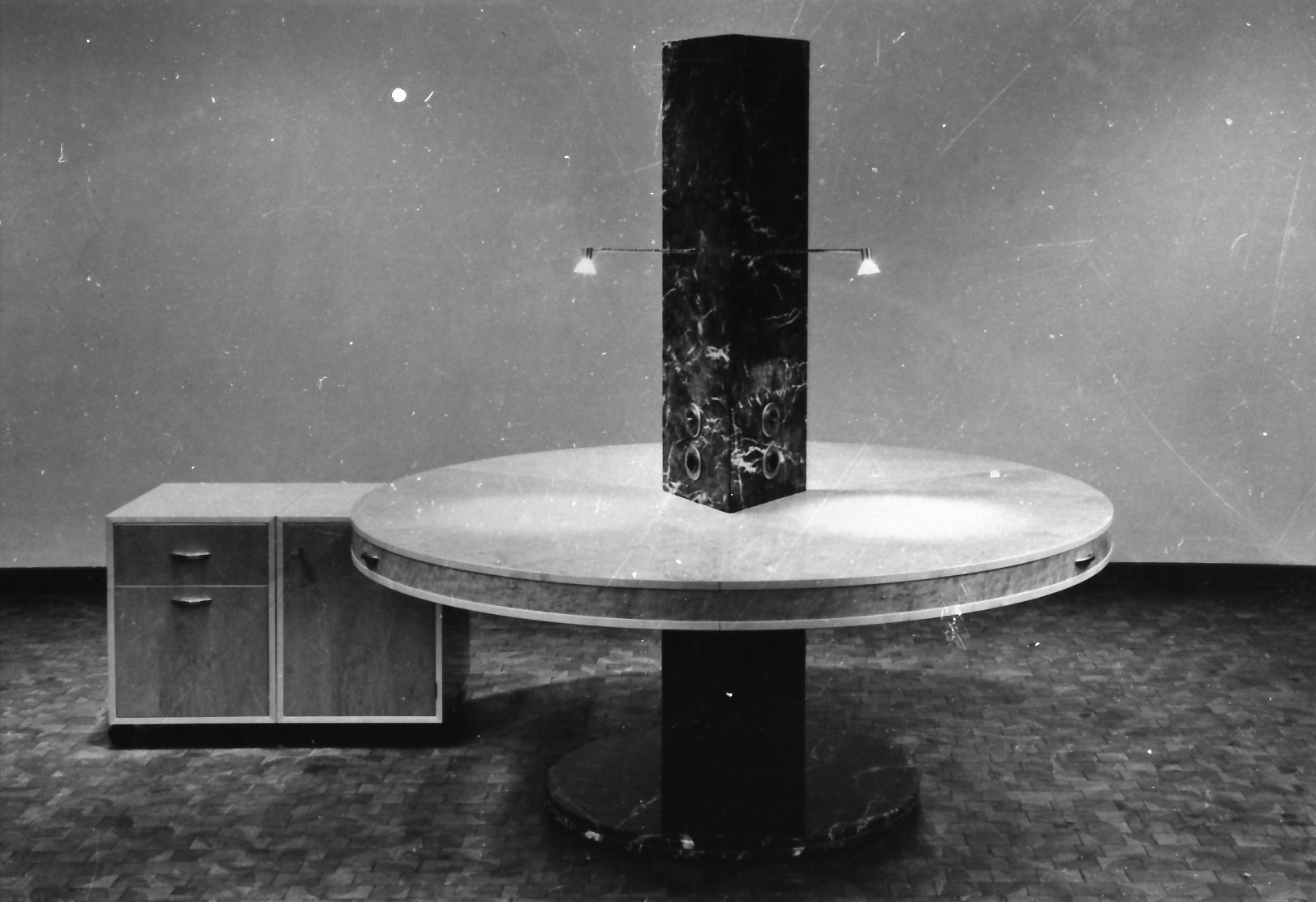 Gewerbe und Büro Schreibtisch für 3 Personen. Meisterstück, Schreinerei München Haar.